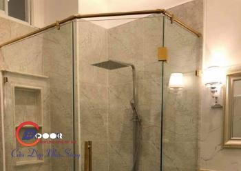 phòng tắm đứng 135 độ